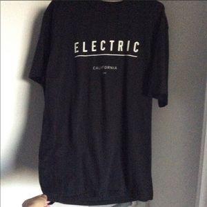 ⬇️ $14 Electric black branded T-shirt California